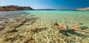 La mejor playa en Grecia para los fans de los deportes acuáticos